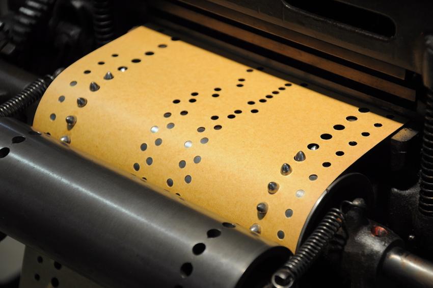 Lochbandsteuerung einer Maschine, Fotolia©c. steps