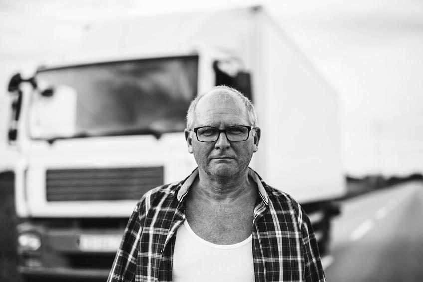 Beitragsbild: Der Truckeralltag kostet Kraft, Fotolia © bernardbodo